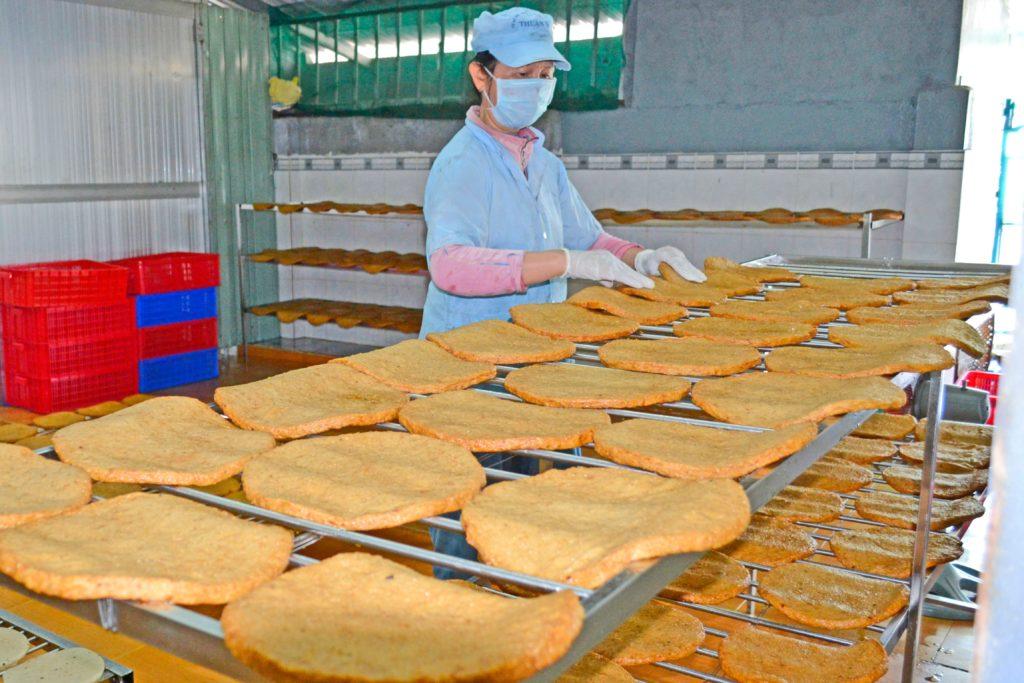 Cơ sở sản xuất chả cá quy mô lớn